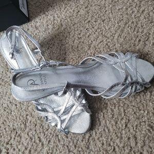 Adriana papell Women's kitten heels in silvergray